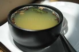 Sopa desintoxicante Ayurvedica de Ginger y  Ajo La sopa de ajo jengibre Ayurveda ofrece muchos beneficios a aquellos que tengan la intención de mantener una buena salud. Principalmente se facilita la desintoxicación de su cuerpo y es una de las mejores recetas para la limpieza corporal.