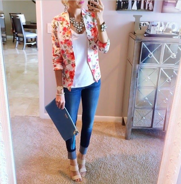 Great way to dress up cropped jeans. I'm in love with the floral blazer.