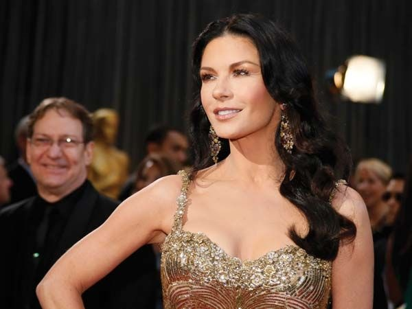 Catherine Zeta-Jones  Catherine flaunted her affair with opulence as she paired her golden Zuhair Murad gown with intricately carved Lorraine Schwartz jewellry.