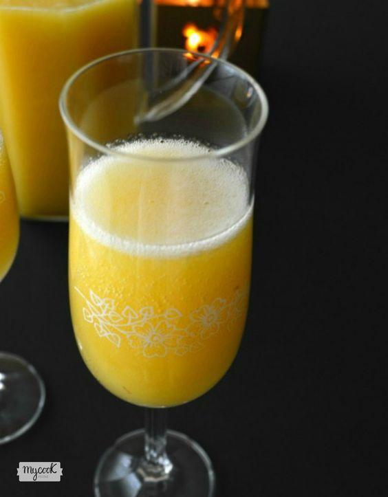 El cóctel Bellini de champán y melocotón es un clásico de la coctelería, sírvelo esta Navidad y todos disfrutarán del brindis de Nochevieja como nunca!
