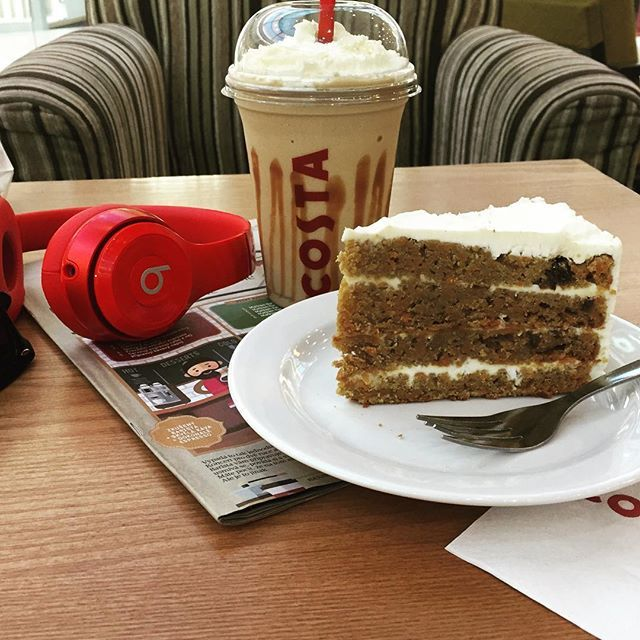 😍 perfect cheat coffee and cake delicious💜🍰☕️