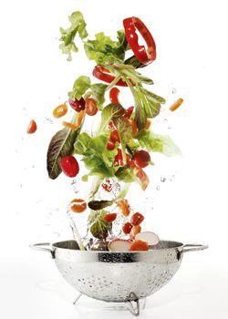 Удивительно, но даже некоторые жирные продукты могут оказать положительное воздействие на фигуру 1. Авокадо Мексиканский соус гуакамоле, приготовленный из авокадо и лимонного сока, – источник мононенасыщенных жиров и клетчатки, которые дают долгое чувство сытости. На самом деле авокадо не так калорийны, как вы, может быть, думаете. В четверти одного среднего плода содержится всего 50 ккал. …