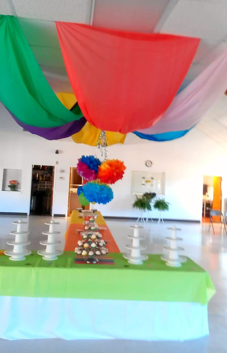 Ceiling tent made with plastic tablecloths to add some color kindergarten graduation - Kindergarten graduation decorations ...