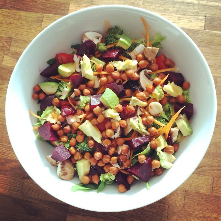 Salad! Spinach, mixed leaves, carrot, broccoli, mushrooms, beetroot, avocado, tomatoes, chickpeas etc.
