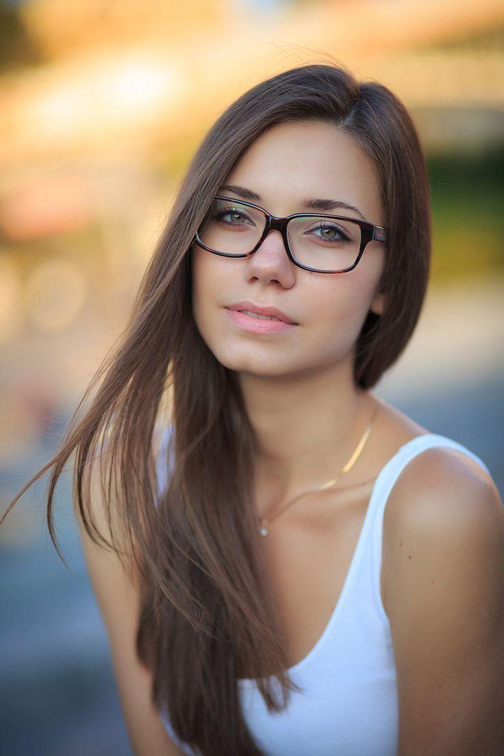 частные фото в очках одевают