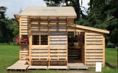 Una casa di riciclo: fatta di pallet