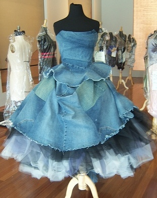 Rockin recycled denim frock!! I have no clue for what but I want to make this