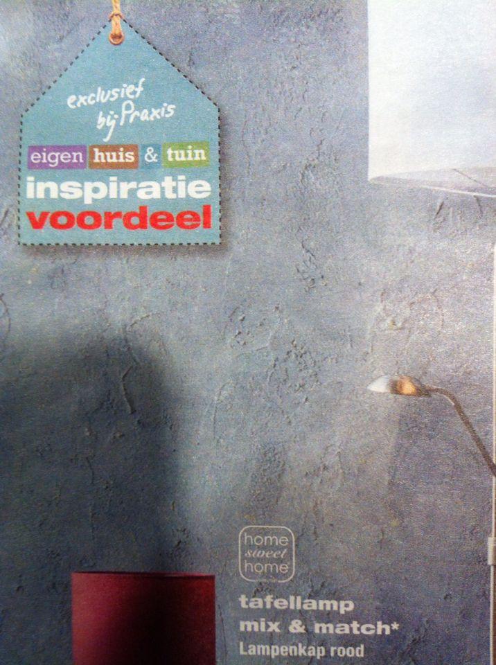 Mooie muur, grof gestuct, twee verschillende tinten grijze Tex - muur tegen de hal aan,maar dan in andere kleur!