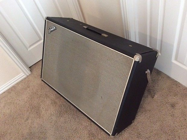 """Up for sale is a very rare vintage Fender Showman 1x15"""" guitar speaker cabinet from sometime in the 1960s. I hooked up a tube guitar amp to it as an extension cabinet to its 1/4"""" input jack and it sounded amazing! I even did the same with a bass amp with great results. The black tolex is peeling ..."""