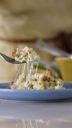 Reaproveite o arroz que sobrou das outras refeições fazendo essa receita incrível de arroz de forno carbonara!