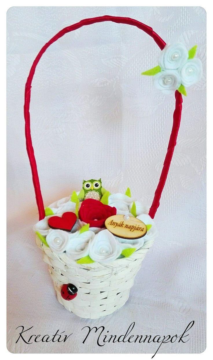 🌸🌷Kézzel készült filcrózsákkal díszített viragkosár Anyák Napjára 🌷🌸
