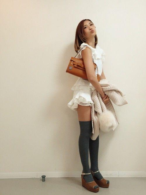 紗栄子さんのシャツ/ブラウス「フリルプリーツブラウス(snidel スナイデル)」を使ったコーディネート