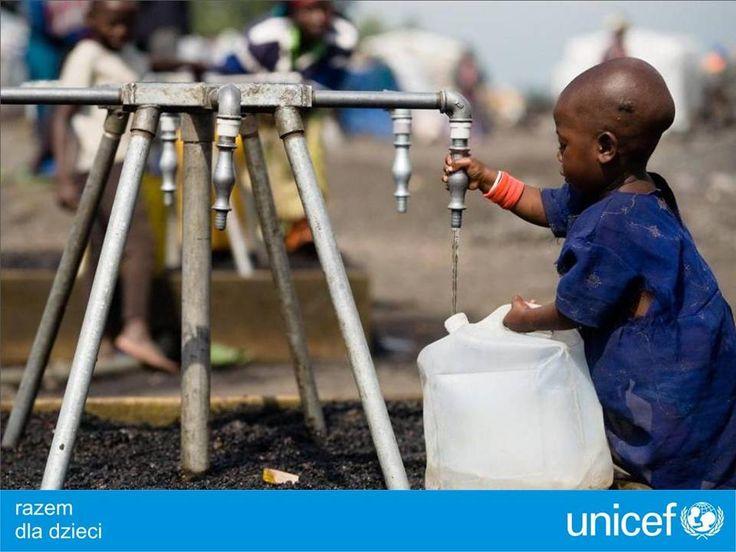 UNICEF buduje nowe studnie.