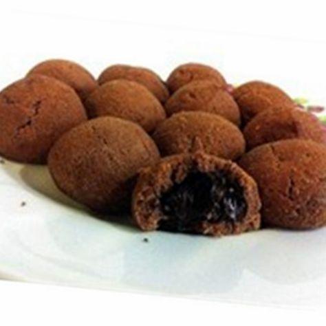 kahveli çikolatalı kurabiye125 gram tereyağı1,5 çay bardağı pudra şekeriyarım su bardağı buğday nişastası2 su bardağı un1 yemek kaşığı Türk kahvesiÇikolatalı fındık kreması veya bitter çikolata