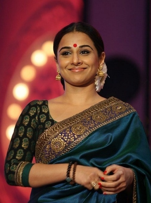Google Image Result for http://rayaprolu.files.wordpress.com/2012/02/sabyasachi-saree-designer-of-vidya-balan2.jpg%3Fw%3D645