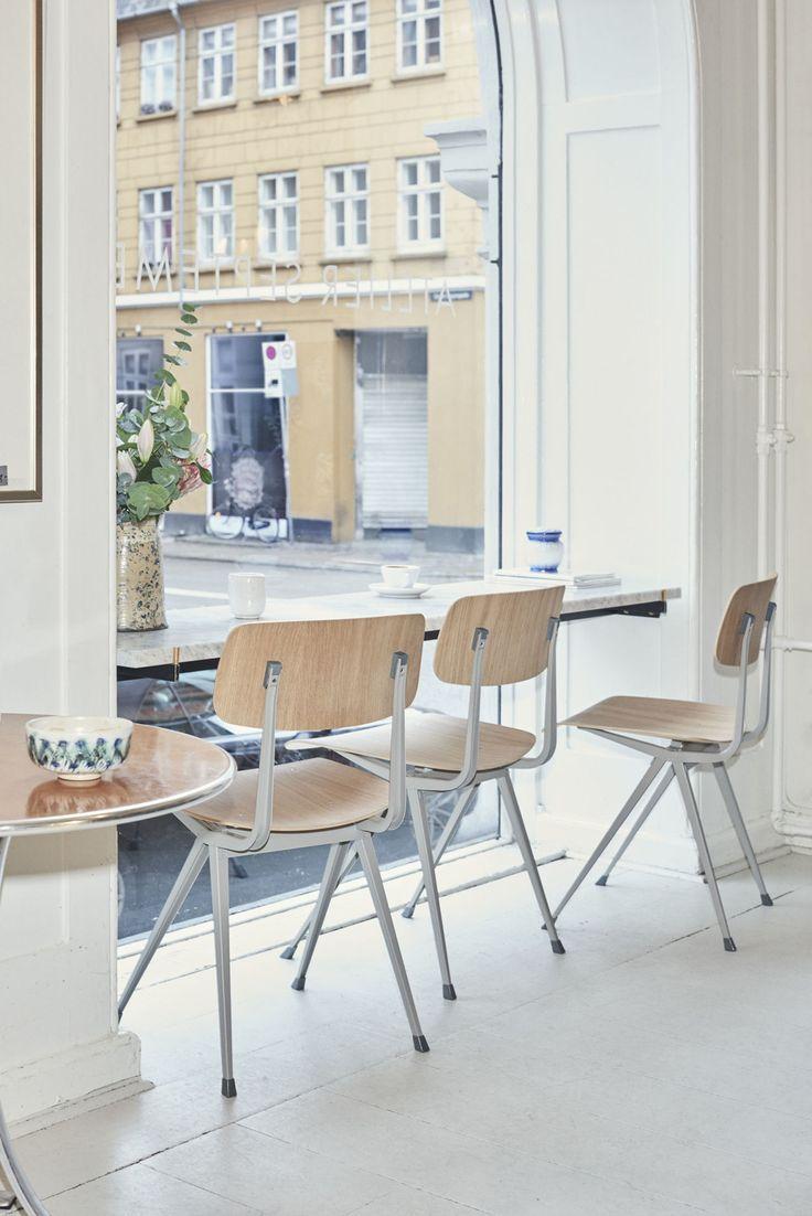 Koninklijke Ahrend en HAY geven de 'schoolstoel' een mega comeback   ELLE Decoration NL