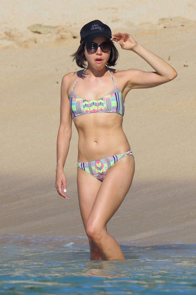 39 Hot Pictures Of Aubrey Plaza