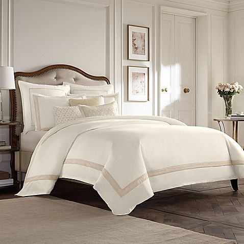Dress your bed in breathtaking elegance with the Wamsutta Collection Luxury Italian-Made Positano Reversible Duvet Cover. Beautifully crafted in Italy, the timeless bedding is exquisitely embellished with a taupe medallion jacquard on a soft ivory ground.