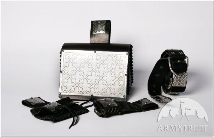 L'ensemble : sac de guerre, ceinture, pochette et porte-épée d'ArmStreet