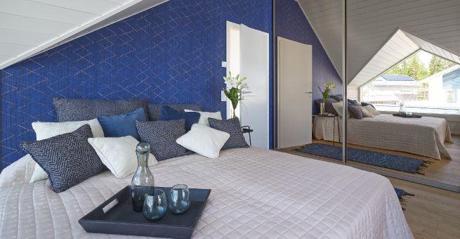 Master bedroom Villa Kapee 2015. Modern Log House designed by architect Jussi Hietalahti and interior architect Hanna-Marie Naukkarinen. #asuntomessut2015