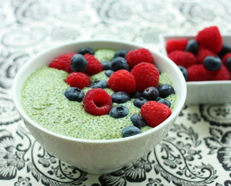 This Matcha Green Tea Chia Pudding looks yummy! @Gena Hamshaw #vegan #raw #gf