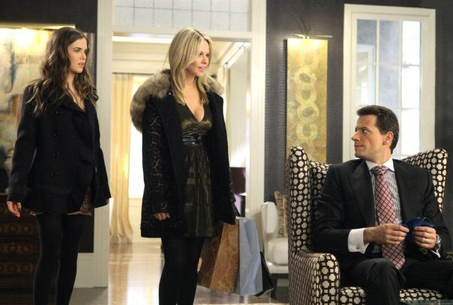 Still of Ioan Gruffudd, Andrea Roth and Zoey Deutch in Ringer