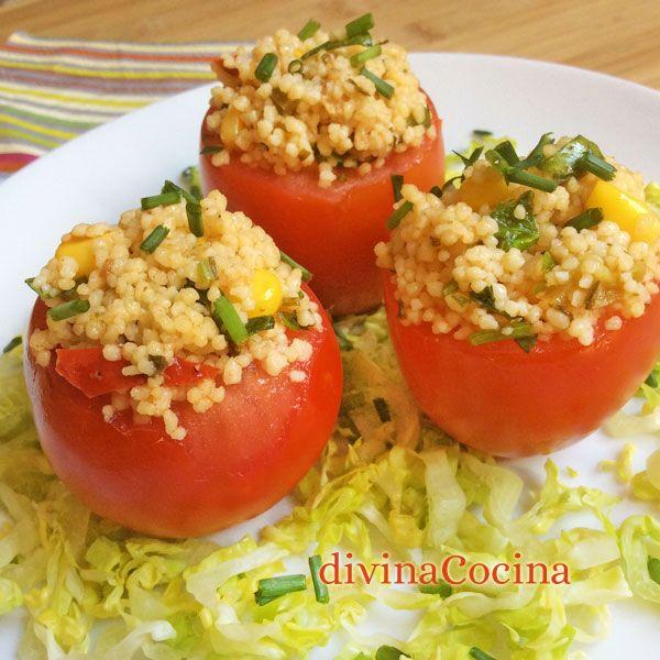 Para hacer estos tomates rellenos fríos es importante que los dejes escurrir muy bien y que no conserven líquido en el interior. La pulpa de los tomates la reservamos para alguna salsa o sofrito.