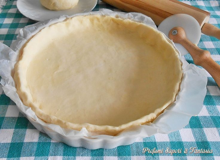 La pasta sfoglia veloce con ricotta è facile, velocissima da preparare e potrete realizzare dal dolce al salato tante leccornie senza doverla comprare più.