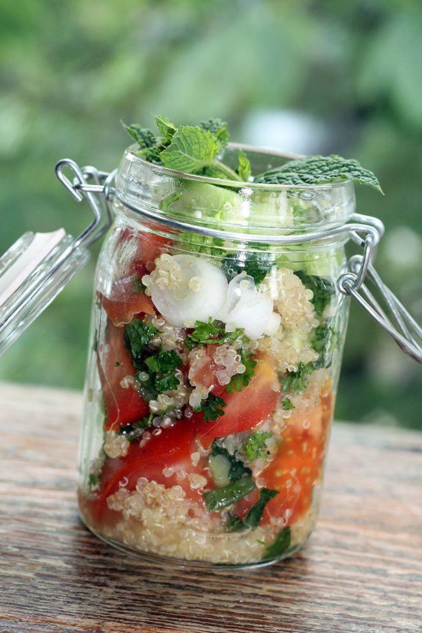 In meinem Beitrag zum Sojola Blogger Event habe ich bereits angekündigt, dass ich euch das Rezept für's Quinoa-Tabouleh noch zeige. Here it is!