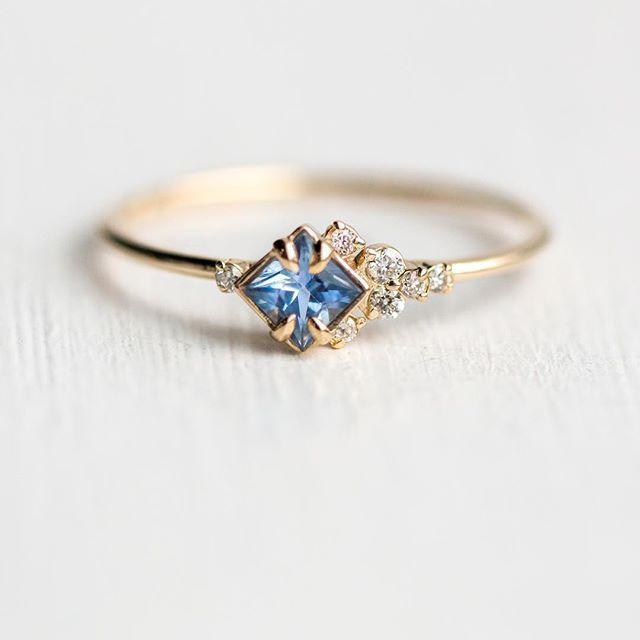Blasser immergrüner blauer Saphir In the Sky-Ringe, die soeben auf unserer Website unter melani …