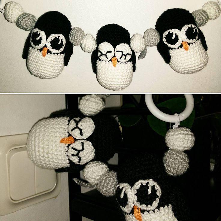 """24 gilla-markeringar, 1 kommentarer - Petra (@petraspyssel) på Instagram: """"Söta söta 💖 #vagnmobil #virkadvagnmobil #virkadepingviner #pingviner #virka #virkat #crochet…"""""""