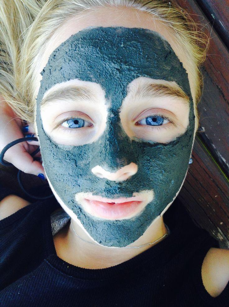 Moenui facial mud mask - Model: Gillian Penwell - Photographer: Lauren Carter
