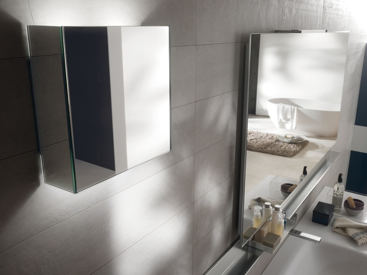 Handles and mirrors to personalize your bathrooms