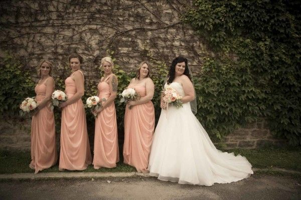 So many places to choose from in Perth for lovely photos! #perthwedding #peachbouquets #peachbridesmaids