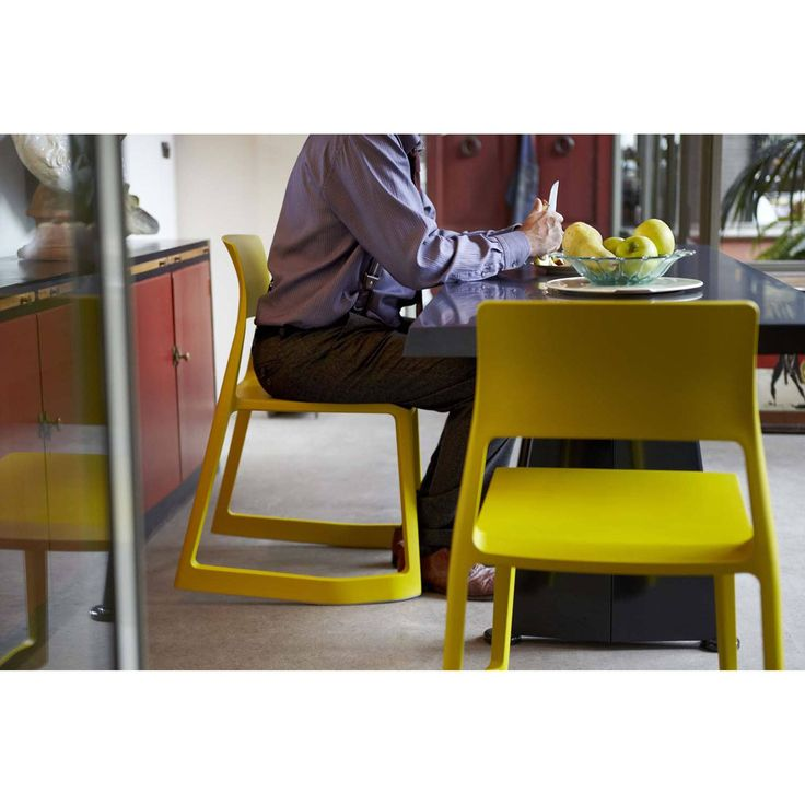 Tip Ton defines a whole new chair typology: the solid plastic chair with forward-tilt action. Its name refers to the two types of sitting experiences that characterise the chair – from a normal position, Tip Ton can be tilted a few degrees forward where i