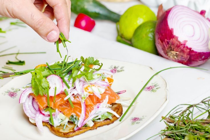 Joints This simple bagel can easily be made in the morning and is packed with omega-3's which are great for joint function! Ingredients Whole grain bagel Avocado Smoked salmon Sunflower seeds Toast you bagel, smear