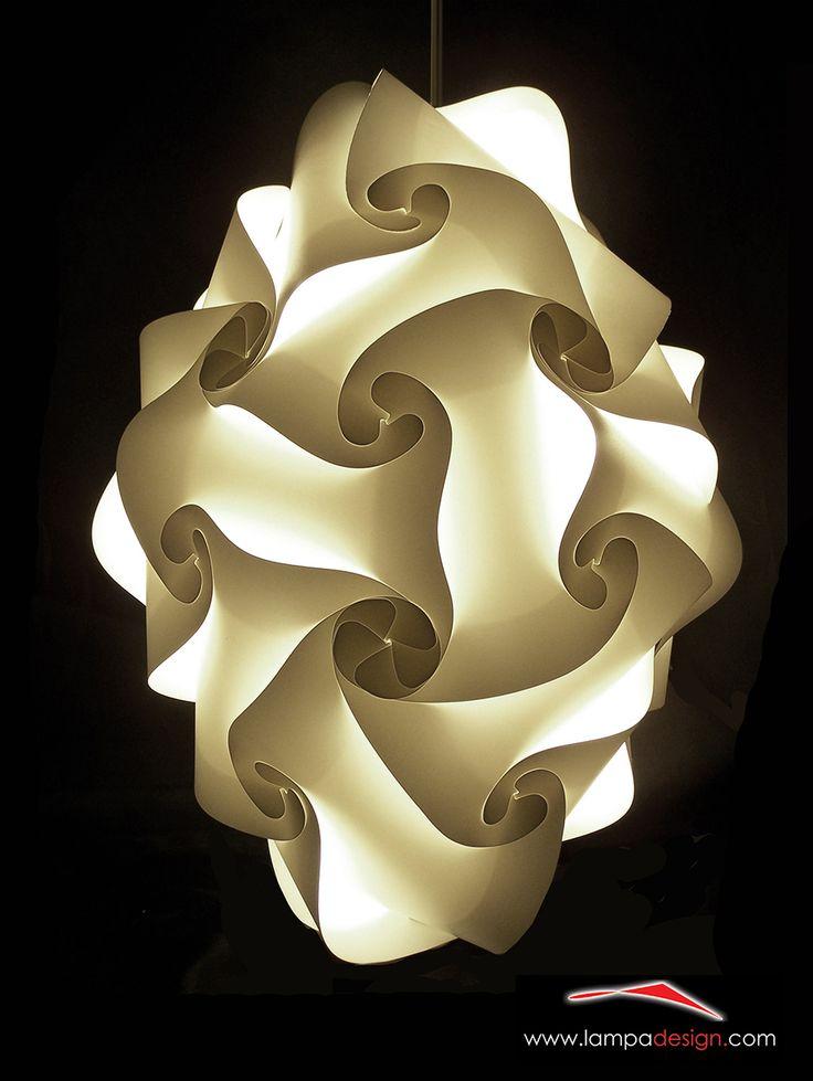 Lampada o lampadario design moderno GOCCIA. La trovi qui: http://www.lampadesign.com/scheda.php?id=12 E' una goccia di luce, lampada a sospensione, che scende dal soffitto  Questo lampadario moderno ha una forma semplice che sembra scivolare  Si adatta bene ad ogni tipo di ambiente e garantisce un'ottima illuminazione  Scegli i colori che più ti piacciono, e te la costruiremo come tu la desideri