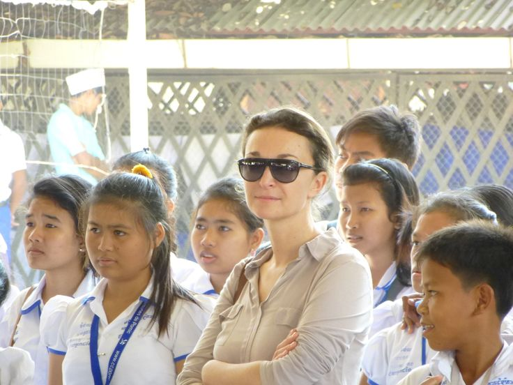 Laure Lavorel a créé un partenariat entre son employeur et Passerelles Numériques pour soutenir cette association dans le développement de ses écoles d'informatique en Asie du Sud Est. #TropheeExcellencia