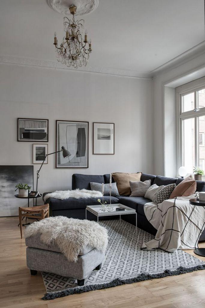salon cosy parquet bois tapis motif noir et blanc pouf gris ...