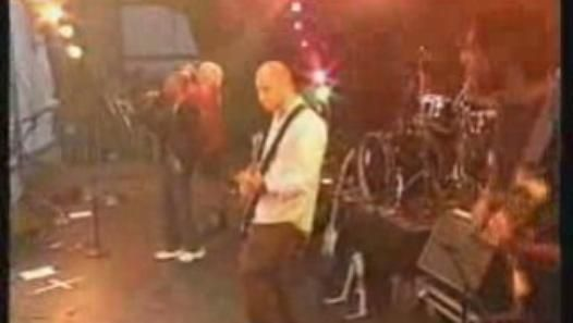 K's Choice & Skin - Not an Addict live @ Pinkpop 1996- I always wondered why the recorded versions sounded so messed up. They took Skin out.