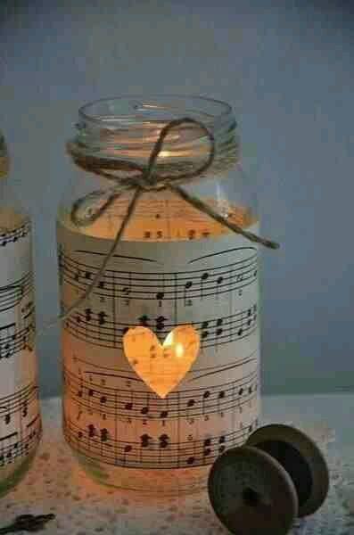 vela decorada con partitura