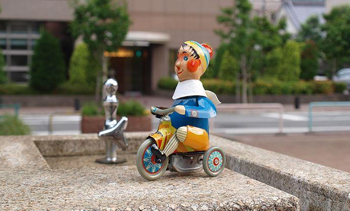 KOVAP社 三輪車の少年