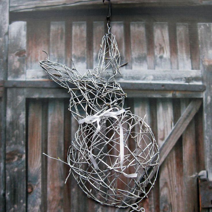 Ušáček Zajíček z proutí a drátu, laděný do bílé barvy, výška 35 cm + háček.