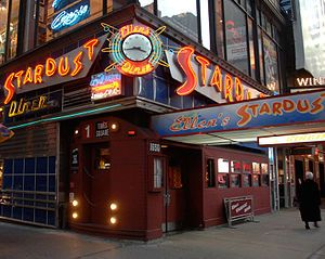 Ellen's Stardust Diner - NYC best place to eat and be entertained in NYC!  ( Pauline devrait aimer!)