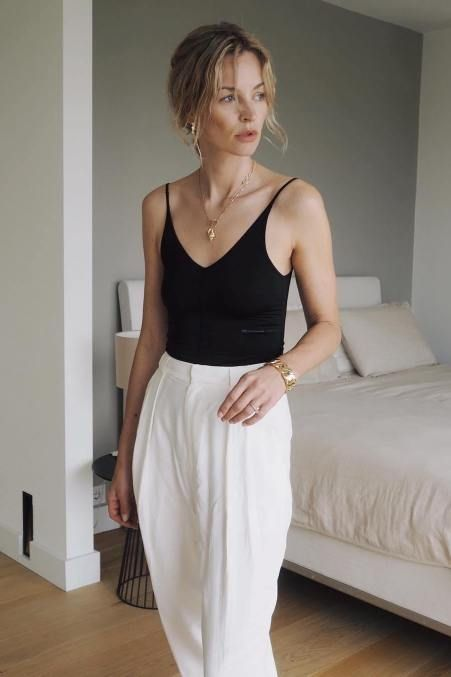 Black Body Suit with White High Waisted Pleated Pants #summer #summeroutfits #p…