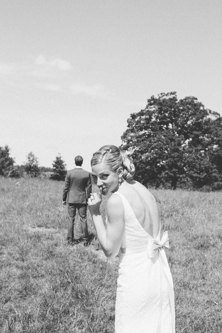 Bröllopsberättelser är enligt oss det allra bästa sättet att inspirera  blivande brudpar. Denna gången är det Sofia som berättar om hennes och  Martins lantliga bröllop som bröllopsfotografen Matilda Söderström så  vackert har dokumenterat.  Sofia och Martin gifte sig 13 juni 2015 utanför Nyköp