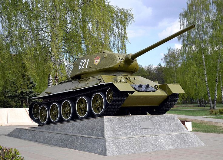 Korolyov, Moscow Oblast. The Memorial of Glory. A Soviet medium tank T-34-85 Model 1944 installed as the monument to the home front toilers. Photo by Dmitry Ivanov. 2014. #warmemorial #worldwar2