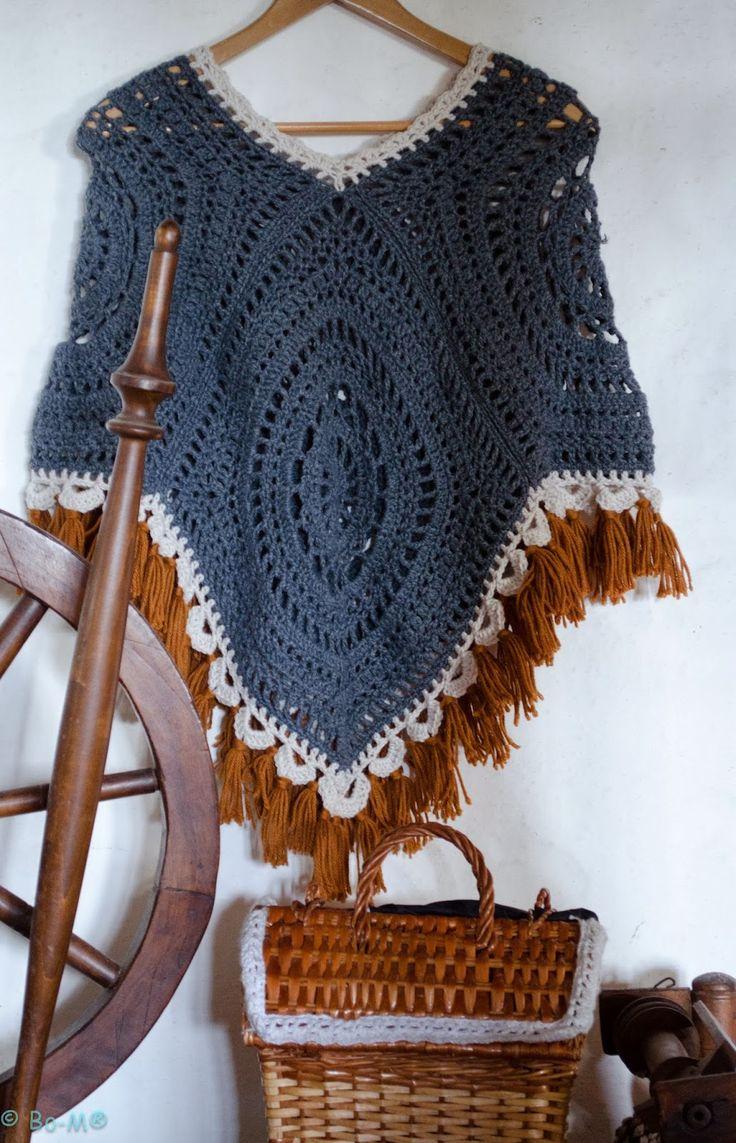 Lindo poncho feito com 4 quadros de crochê