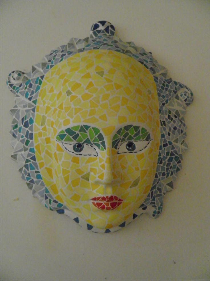 Masker Van Gips Beschilderd Met Plakkaatverf Als Mozaiek