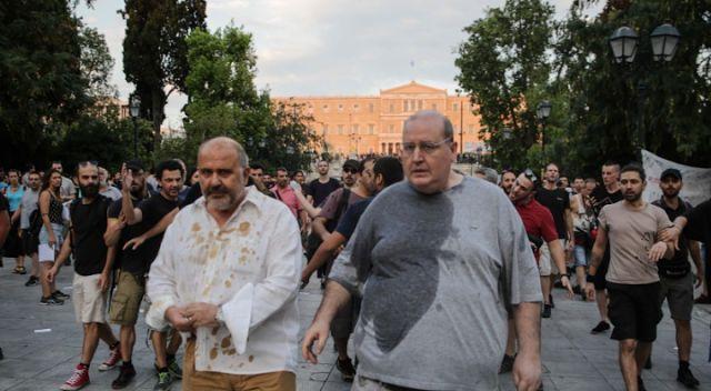Πήραν στο κυνήγι ΣΥΡΙΖΑιους-Καφέδες και νερά σε Φίλη και Ξυδάκη